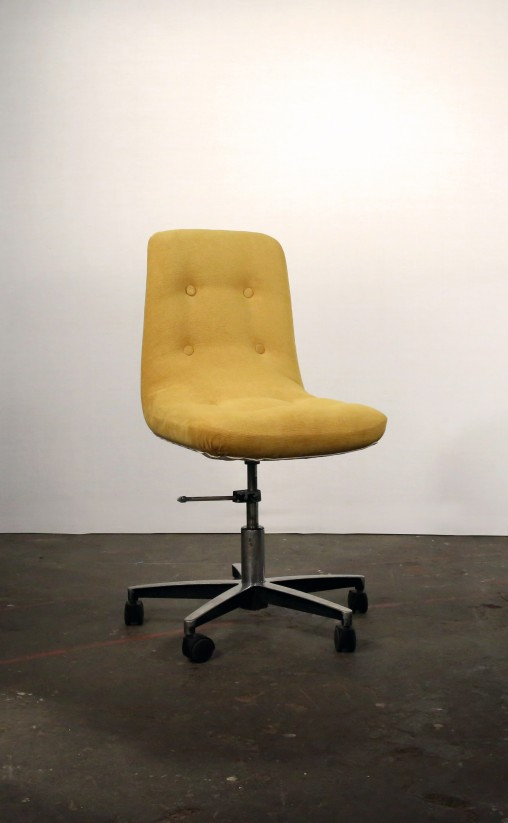 Restauration d'un fauteuil de bureau, confort de l'assise, couverture tissus, finition boutonnée...par Marie Cocquerelle - On Est Bien Assis Là