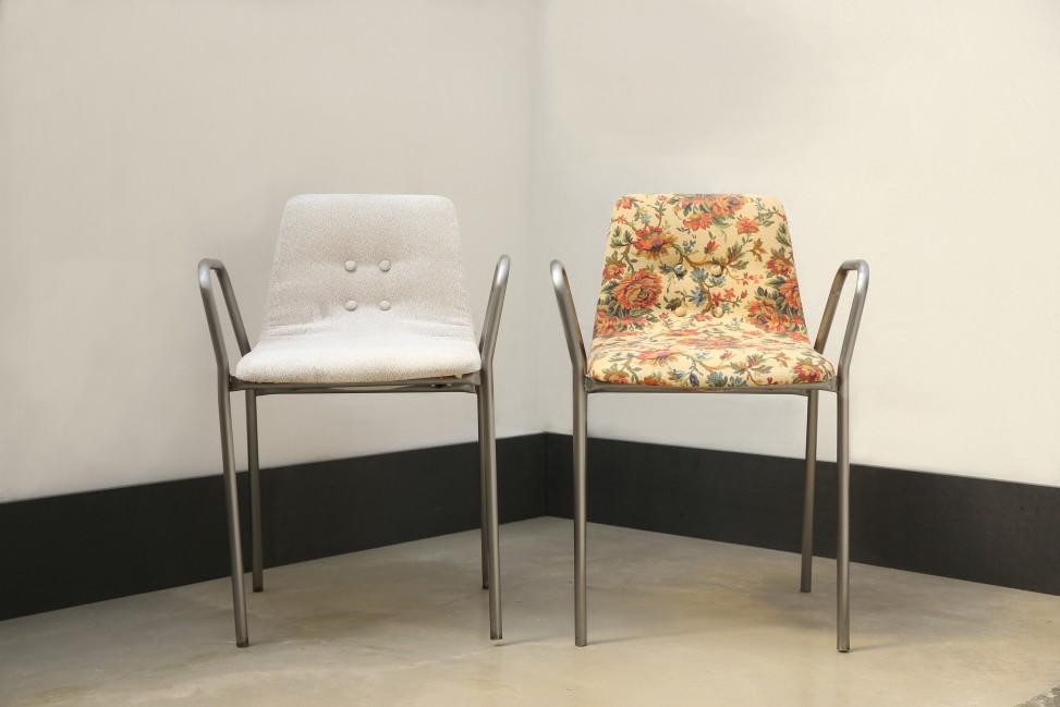 Pièce(s) unique(s). Création d'assise à partir de chaises de bureau en plastique par Marie Cocquerelle - On Est Bien Assis Là